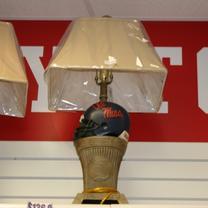 OLE MISS HELMET LAMP W/ U OF M